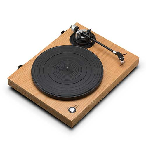 Roberts releases first turntable